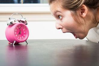 """研究显示:倒""""时差""""有助治疗随年龄增加的不孕症"""